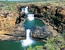 Du ngoạn thác nước 4 tầng tuyệt đẹp ở Úc